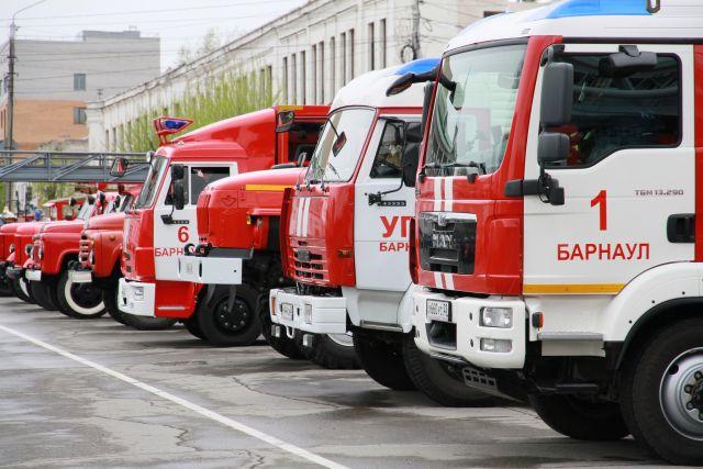 Парад пожарной техники в Барнауле в 2014 году