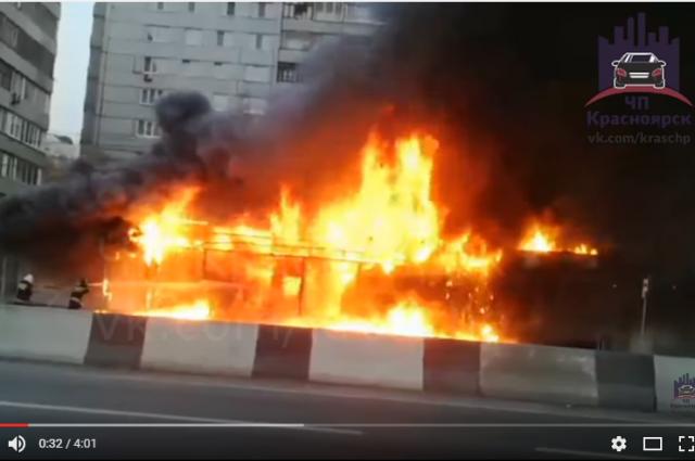 По предварительным данным, возгорание произошло из-за короткого замыкания проводки.