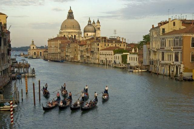 06:52 28/04/2017 00Власти Венеции решили ограничить число прибывающих туристовГород не выдерживает наплыва путешественник