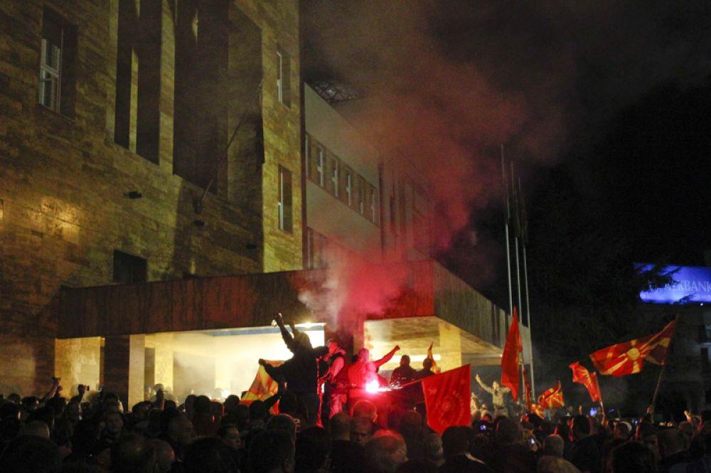 После случившегося президент Македонии Георге Иванов призвал политиков, граждан, «ответственные структуры» снизить напряженность в стране, избегать насилия и соблюдать конституцию.