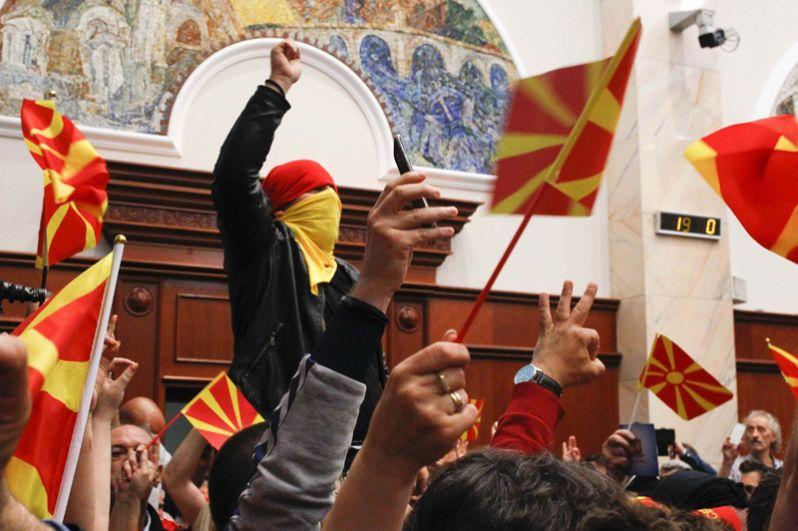 Демонстранты устроили беспорядки в парламенте Македонии.
