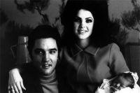 Элвис и Присцилла Пресли с дочерью Лизой Марией. 1968 год.