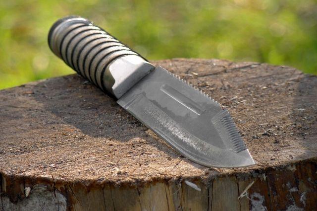 Из лесу вышел незнакомец с ножом