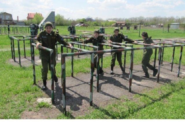Участие в отрядах «ЮНАРМИИ» научит подростков работать в команде, приучит к дисциплине.