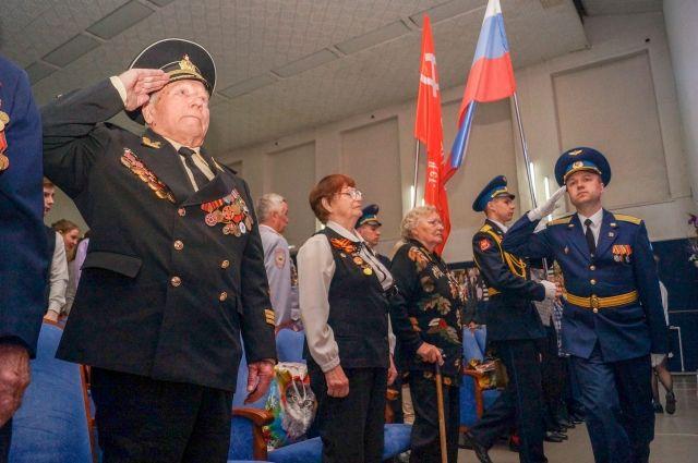 За два дня участники автопробега поздравили 150 ветеранов.