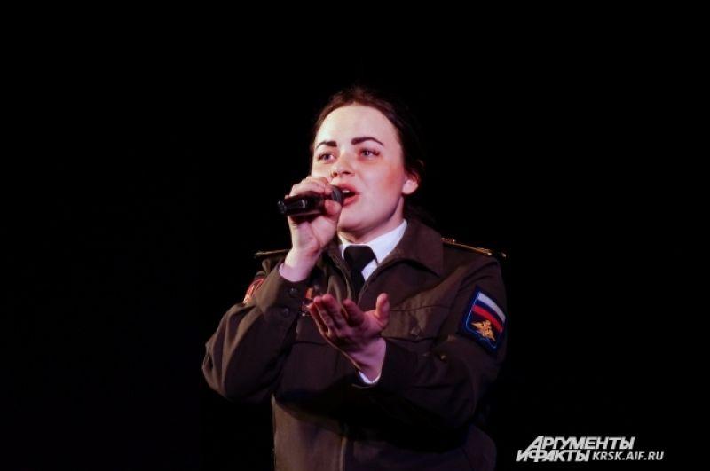 Проникновенное исполнение «Баллады о матери» участницы автопробега, курсанта Военно-инженерного института СФУ Катерины Чеканинской.