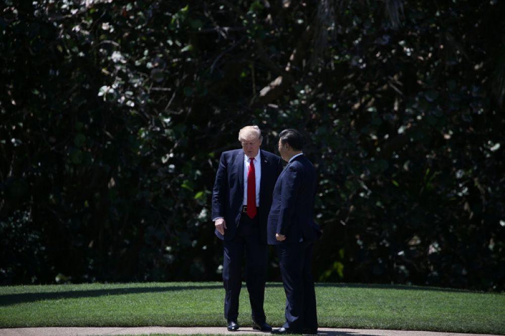 7 апреля. Китайский президент Си Цзиньпин и президент США Дональд Трамп во время переговоров в Мар-а-Лаго.