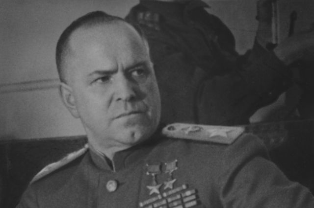 В Одессе неизвестные облили мемориальную доску маршалу Жукову краской