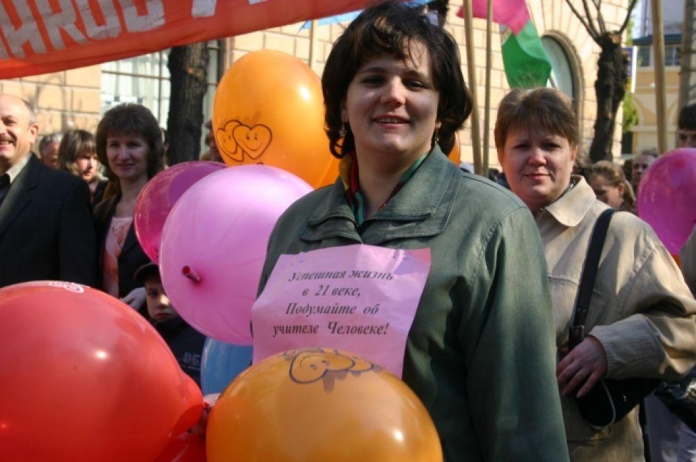 Лозунг неизвестной учительницы говорит сам за себя. Фото было сделано в 2006 году.