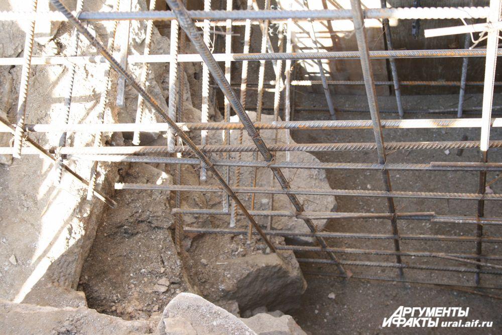Исторический бутовый фундамент тоже изрядно пострадал во времена светской эксплуатации здания храма, но специалисты, проведя исследования, пришли к выводу, что его можно полностью сохранить, разумеется, укрепив.