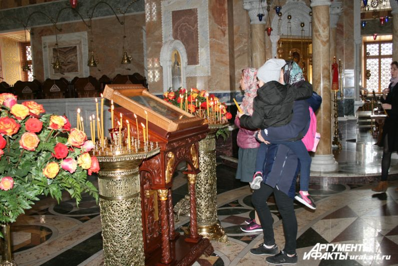 Возрожденный Александро-Невский собор стал для многих жителей Екатеринбурга вторым домом.