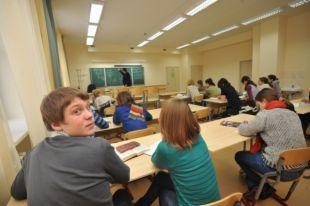 Самыми популярными предметами по выбору остаются обществознание, физика, история и биология.