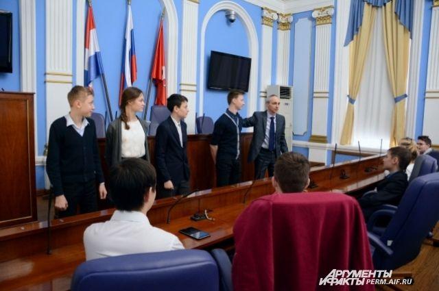 Депутат и школьники сошлись во мнении: для результата важна совместная работа.