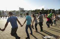 Сотни красноярцев присоединились к флешмобу.