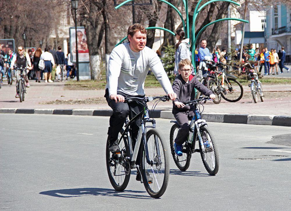 А вот велосипедам везде был зелёный свет