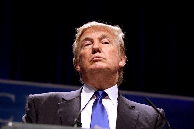 Выступление Трампа в Пенсильвании сопровождалось российскими триколорами