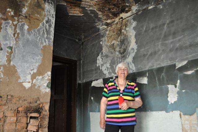 Люди до сих пор живут в бараках каменного века