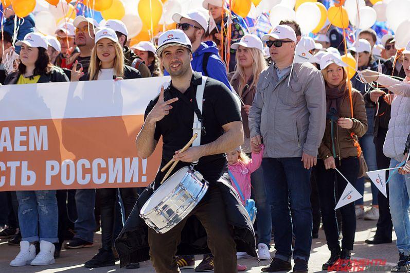 Шествие сопровождалось различными музыкальными инструментами.