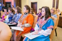 Официально изучением языков КМНС сейчас занято минимум 2500 югорчан.