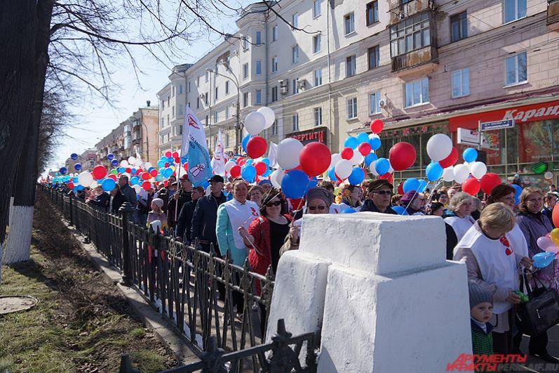 По традиции открыла праздничный день первомайская демонстрация, которая состоялась на Октябрьской площади.