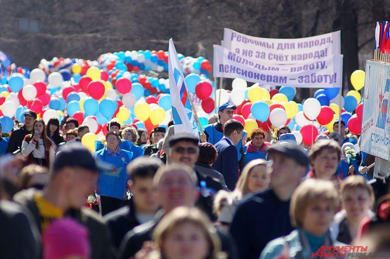 Воздушные шарики участники демонстрации потом запускали в небо.