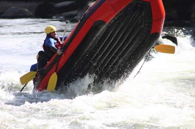 Сплавляться по полноводным рекам может быть опасным