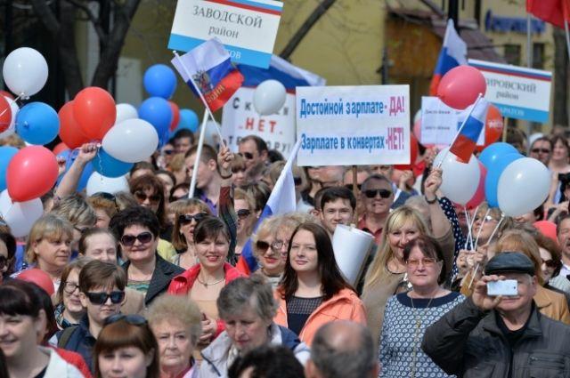 Десять тыс. саратовцев приняли участие впервомайском шествии