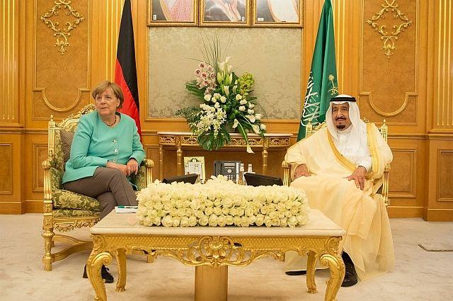 Ангела Меркель на встрече с королем Салманом бин Абдул-Азизом аль-Саудом.