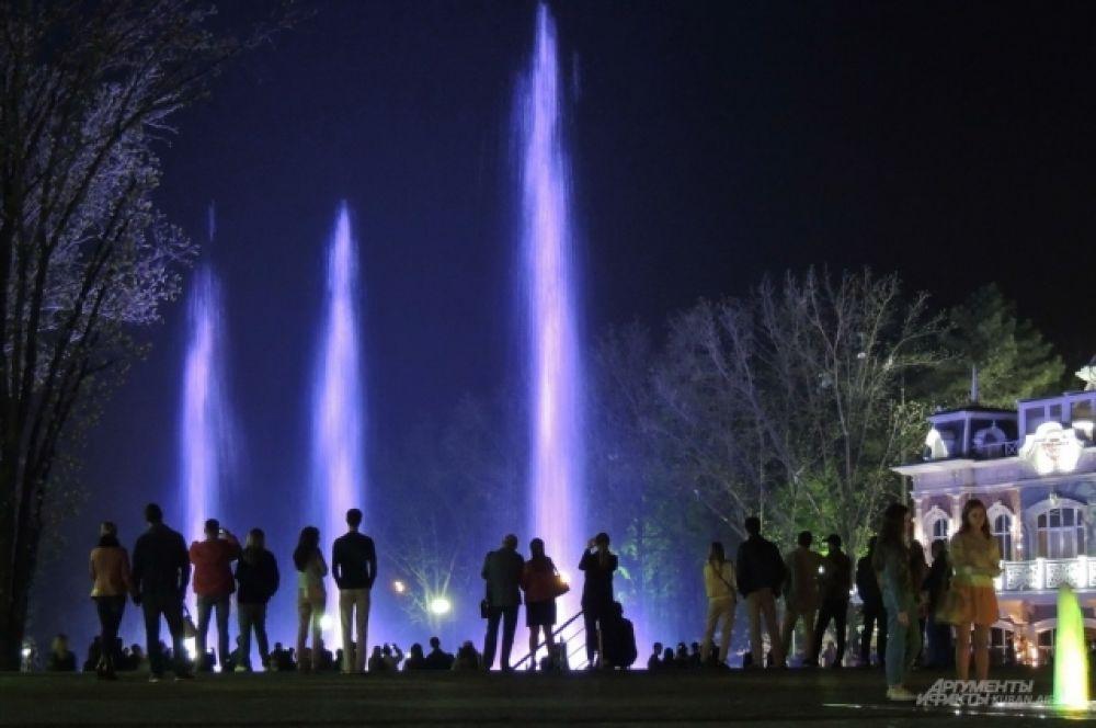 Еще один очень красивый фонтан расположен возле кинотеатра «Аврора».