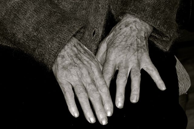 В Кемеровской области грабители избили 87-летнюю пенсионерку.