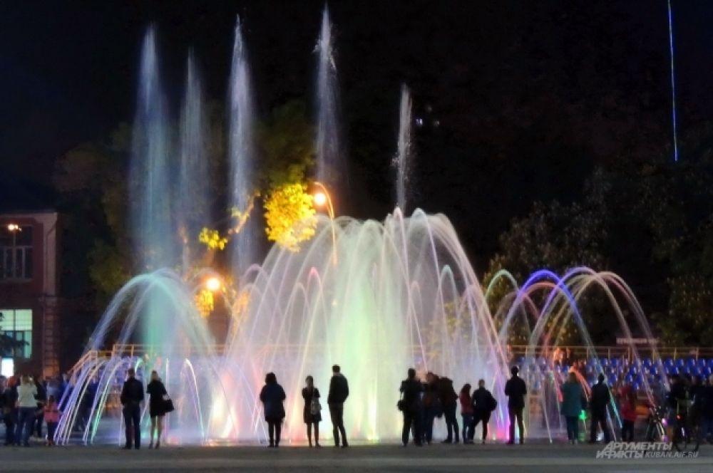 Репертуар у фонтана самый разный - от классики до современной популярной музыки.