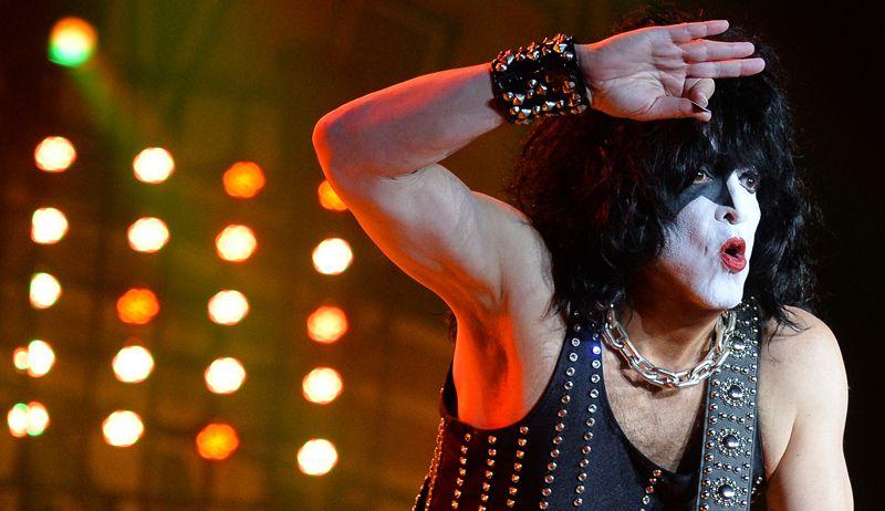 Музыкант группы Kiss Пол Стэнли выступает на концерте в СК «Олимпийский»  в Москве.