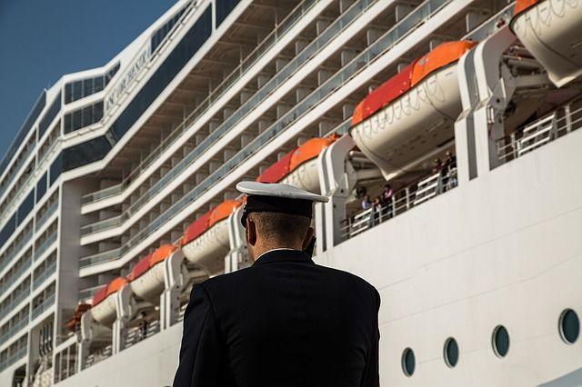 Пассажирский порт Санкт-Петербурга принял первое судно внавигацию