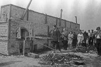 Печи, в которых сжигали трупы узников немецкого концентрационного лагеря смерти Майданек. В этих печах умерщвлено около 80 000 заключенных, из них евреев 60 000.