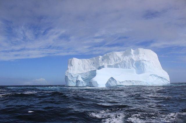 ОАЭ объявили опланах буксировать ксвоим берегам айсберги для орошения пустыни