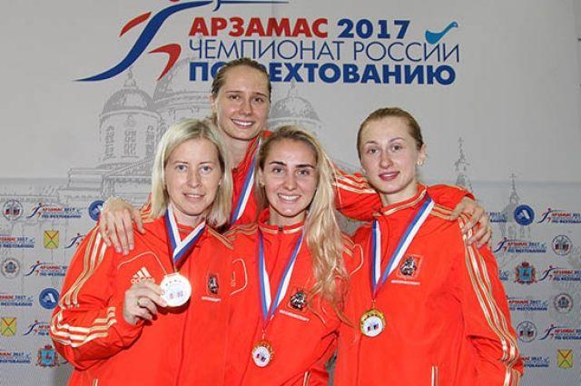 Сборная Москвы - победитель командного турнира. За неё выступает  и наша землячка Виолетта Колобова (на фото крайняя слева).