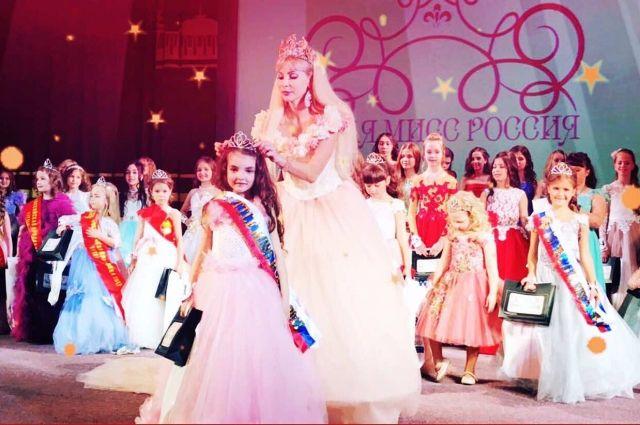 «Юной Мисс России-2017» стала 6-летняя девочка изКрасноярска