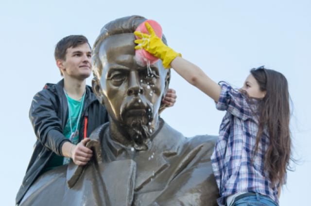 Шествие студентов ивыпускников радиофака вЕкатеринбурге разрешили провести потротуару
