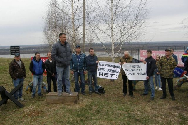 Жители деревни с 2008 года протестуют против депутатского коттеджа, который пока только в проекте.