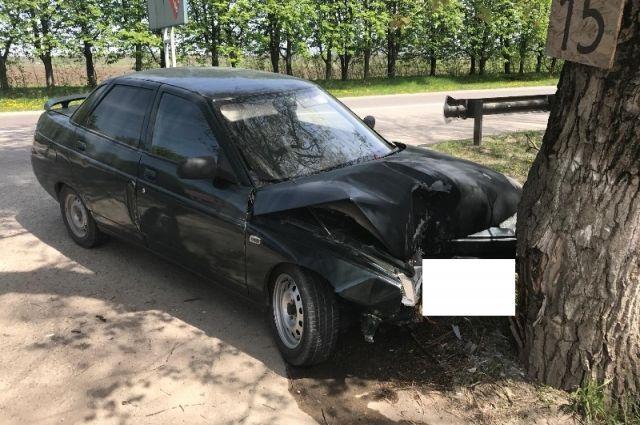 НаСуворовском шоссе вЕссентуках женщина -водитель врезалась вдерево