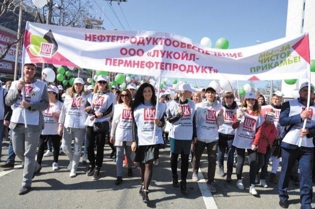 На демонстрации нефтяники обозначили главную тему 2017 г. - экология.