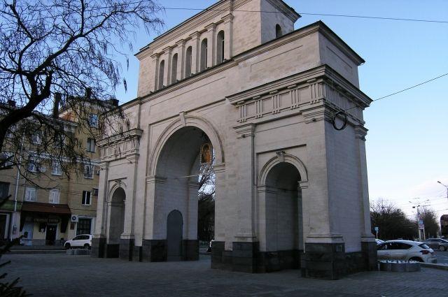 Тифлисские ворота восстановили лишь в 1998 году.
