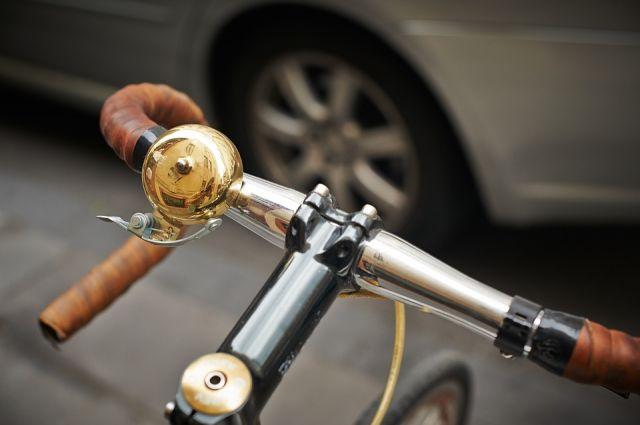 ВОтрадном шофёр автомобиля «Toyota Corolla» сбил 9-летнего велосипедиста натротуаре