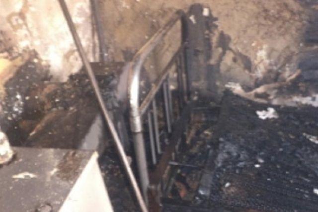 Сообщение о возгорании на улице Луговой поступило на пульт дежурного в 08:15.