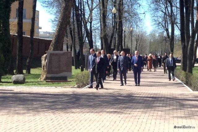 Дмитрий Медведев и губернатор Алексей Островский.