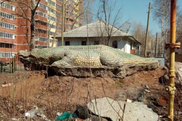 Размер крокодила - примерно 5 метров