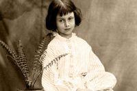 Алиса в возрасте 8 лет, 1860 год, фото Льюиса Кэрролла.