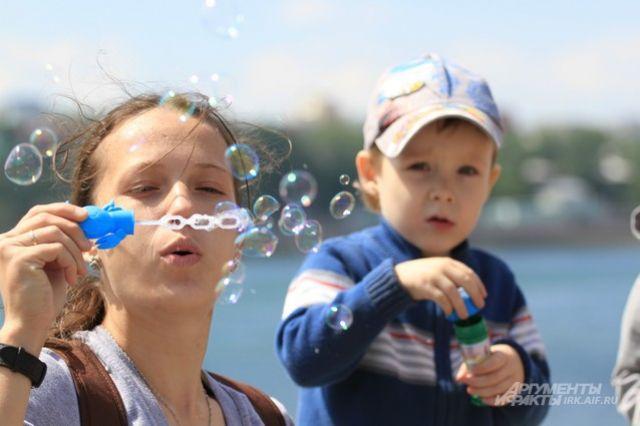 День мыльных пузырей в Иркутске.