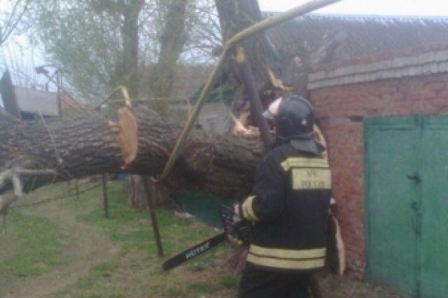 ВЧеремшанском районе шторм сломал десятки зданий