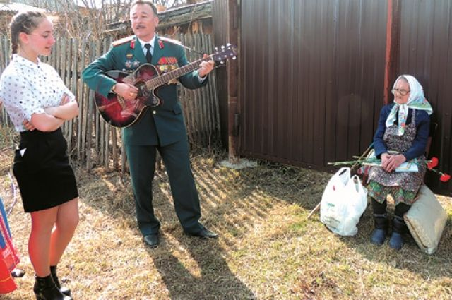 Ветераны охотно подпевали артистам.